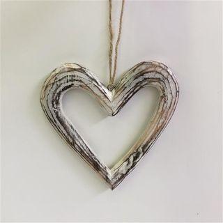 Menya Hollow Heart Sml White 19cm x 21cm
