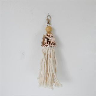 Macrame Keychain w Shell Natural 22cm long